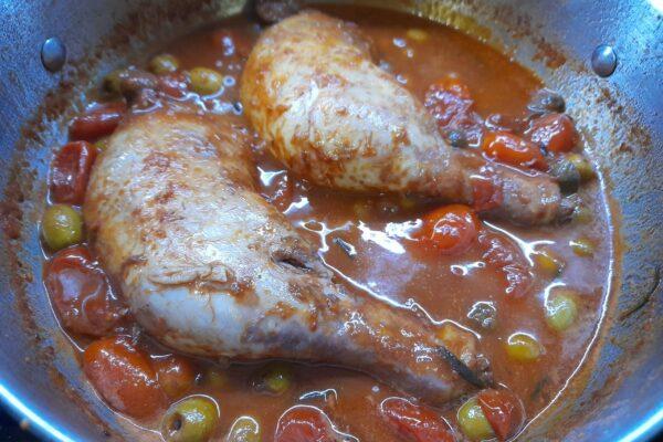 Pollo con Datterini in Passata